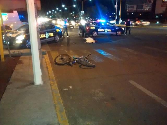¡Veloz auto impactó y mató a un joven ciclista en Aguascalientes!