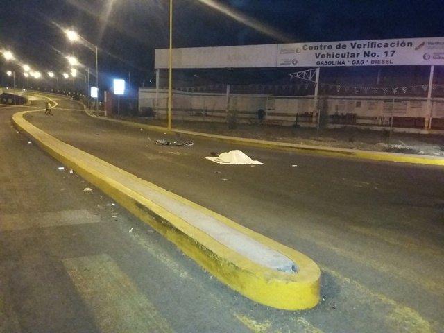 ¡Ciclista murió aplastado por un tráiler en Aguascalientes al ir a su trabajo!