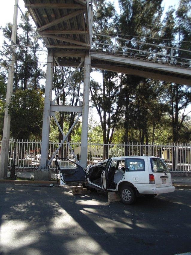 ¡Muere Septuagenario al estrellarse el vehículo en que viajaba contra puente peatonal en Aguascalientes!