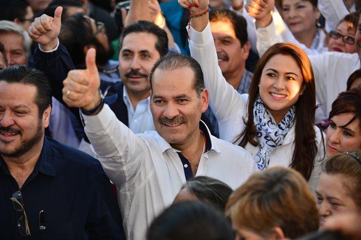 ¡Se registra Martín Orozco como candidato la gubernatura!