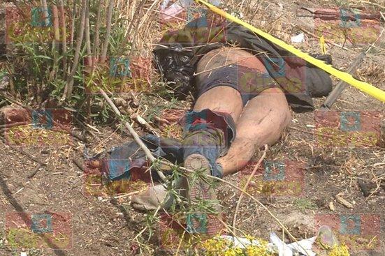 ¡3 presuntos sicarios muertos tras la volcadura de una camioneta en Lagos de Moreno!