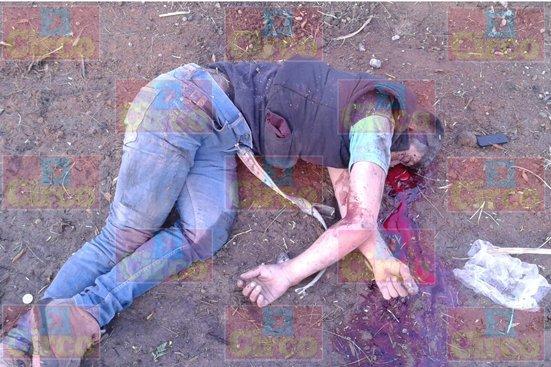 GALERIA/¡3 presuntos sicarios muertos tras la volcadura de una camioneta en Lagos de Moreno!