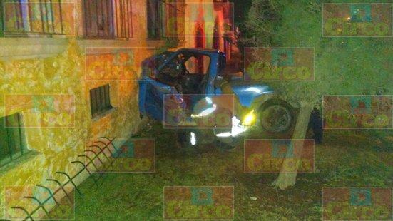 ¡Camioneta sin frenos se estrelló contra un edificio de departamentos en Lagos de Moreno: 7 lesionados!