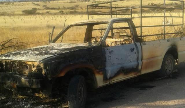 ¡Incendiaron una camioneta y calcinaron 2 cuerpos en Jerez, Zacatecas!