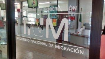 Protestan enfurecidos migrantes por maltrato en el INM