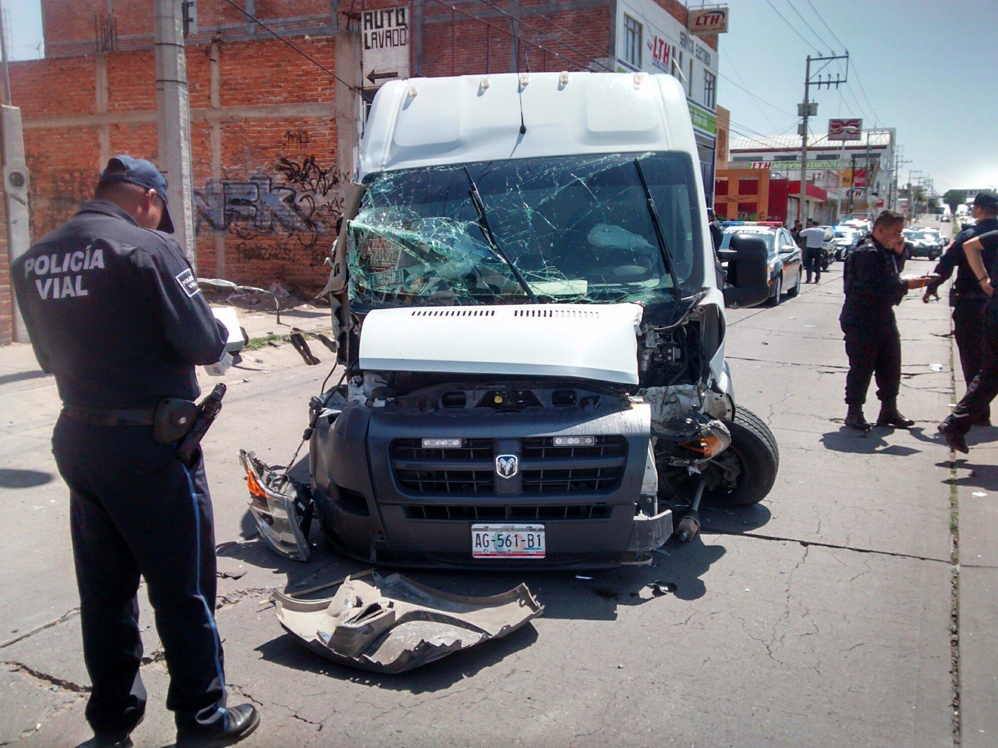 Ebria Policía de San Francisco de los Romo provoca aparatoso accidente