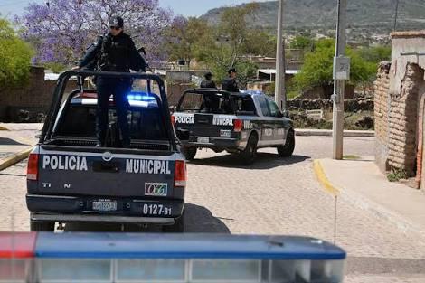 Comando armado se robó una costosa grúa