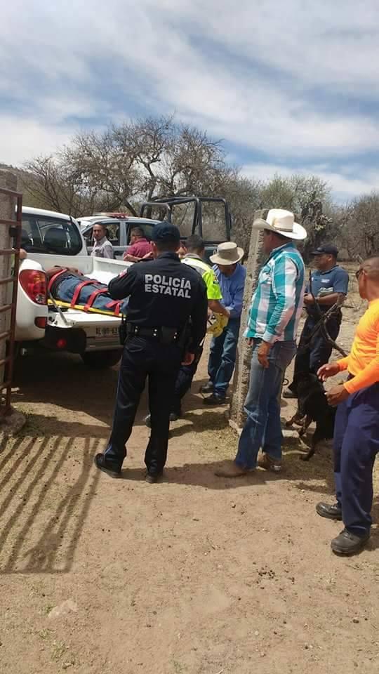 Sufre lesiones menores empleado de Conagua que cayó de un peñazco