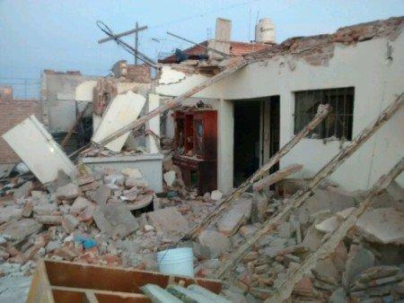 Terrible explosión acabó con una casa en el Rodolfo Landeros