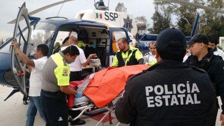 Trasladan en el Águila 1 a SLP a mujer herida en explosión