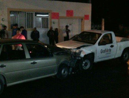 Fuerte choque frontal en Norias de Ojocaliente deja 5 heridos