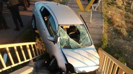 Brutal choque contra un puente deja como saldo tres lesionados
