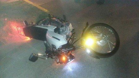 Conducía borracho su moto y terminó en el asfalto