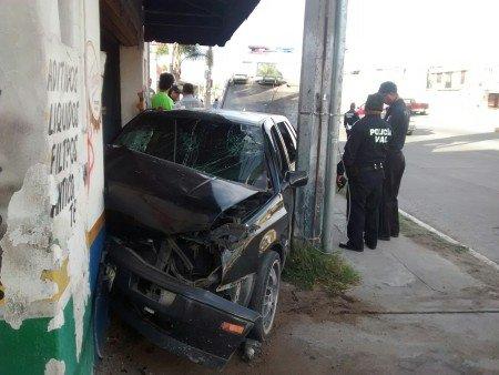 Muere una mujer tras aparatoso choque en avenida de Los Maestros