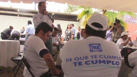 ¡Boicotean evento de taxistas con el candidato del PAN a la gubernatura del estado!