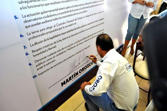 ¡Firma candidato panista a la gubernatura Pacto por la Integridad en Aguascalientes!