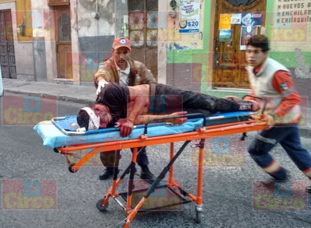 ¡2 jóvenes heridos de gravedad tras sangrienta riña en Lagos de Moreno!