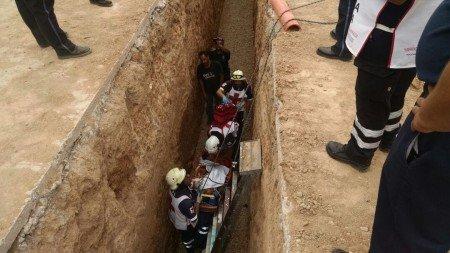 Sufre ebrio sexagenario caída en zanja de 5 metros de profundidad