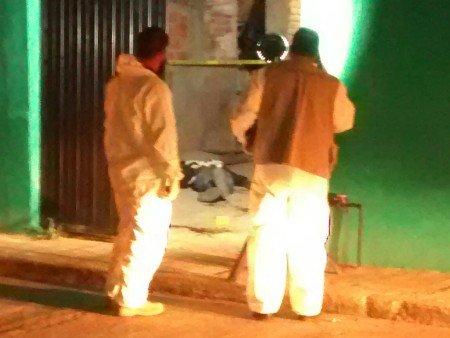 """Asesinan de una puñalada a vecino de San Francisco de los Romo, acusan a """"Los Látigos"""""""