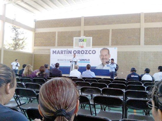 Tras no acudir al debate, jóvenes de la Universidad Cuauhtémoc desairan a Martín Orozco