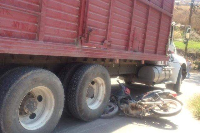 ¡Motociclista murió embestido por un camión torton en San Juan de los Lagos!