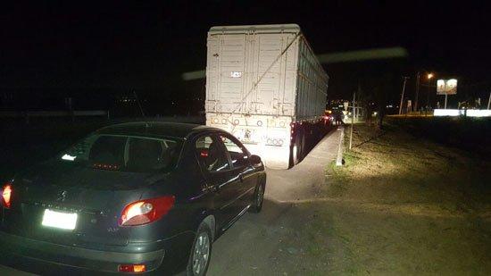 Policía Federal recupera tractocamión robado cargado con 33 toneladas de fécula de maíz y detiene a tres responsables en Querétaro