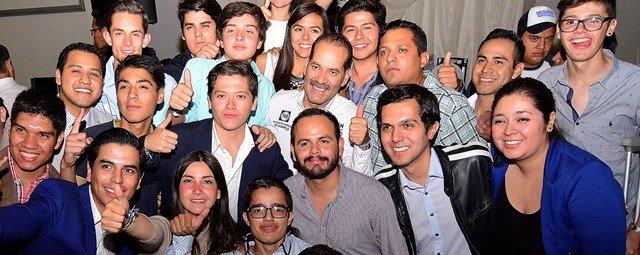 ¡Reciben jóvenes con entusiasmo propuestas de Martín Orozco!