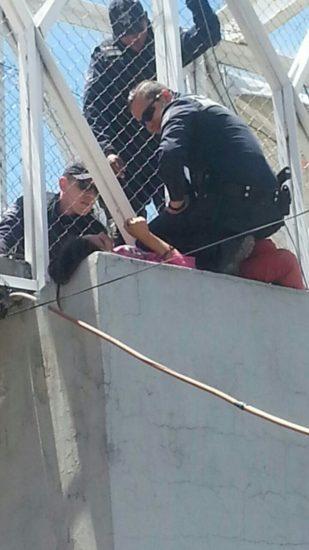 Frustran policías municipales intento de suicidio de una mujer