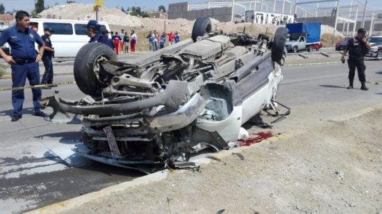 Saldo de dos personas lesionadas dejó aparatoso choque-volcadura en Aguascalientes
