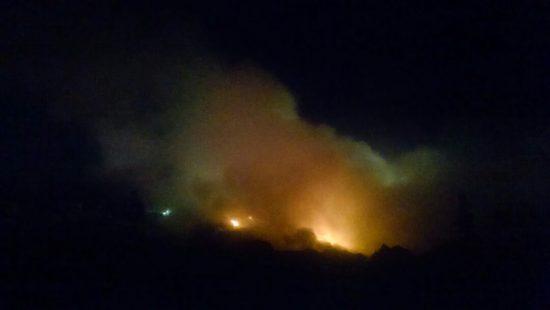 Aparatoso incendio consume toneladas de basura en el relleno de San Nicolás