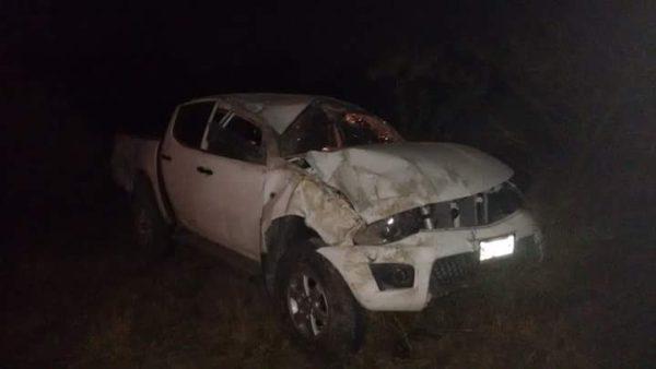 Provoca tráiler aparatosa volcadura de una camioneta en la carretera a Ojuelos