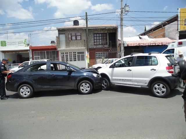 ¡Aparatosa carambola dejó una mujer lesionada en Aguascalientes!