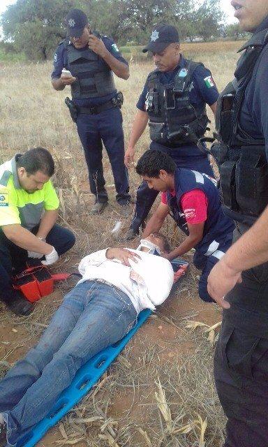 ¡Mujer y niño lesionados tras espectacular volcadura en Aguascalientes!