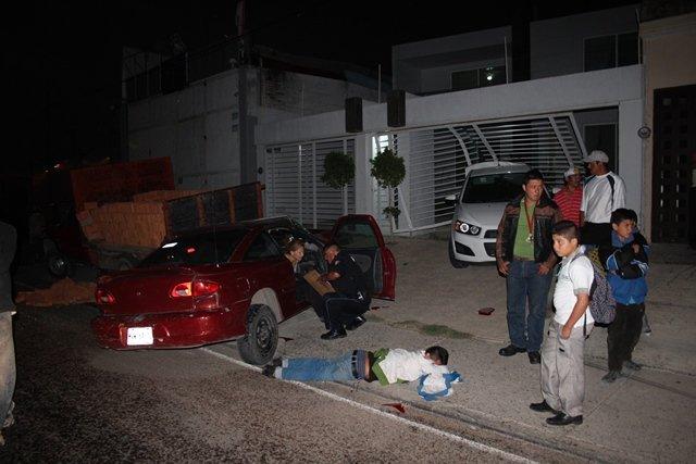 ¡3 jóvenes lesionados tras fuerte carambola en Aguascalientes!