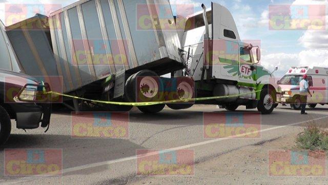 ¡Tráiler fue impactado por el tren en Morelos, Zacatecas, y dejó 1 lesionado!