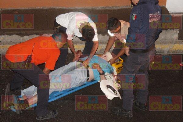 ¡2 lesionados tras la volcadura de una camioneta en Lagos de Moreno!