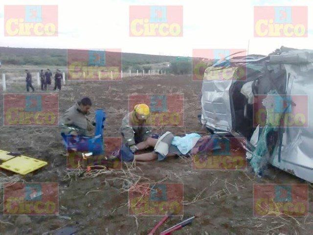 ¡Grave hombre tras la volcadura de su camioneta en Río Grande, Zacatecas!
