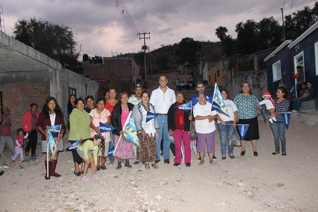 ¡Lleva Municipio de Jesús María banquetas y guarniciones a Los Arquitos!