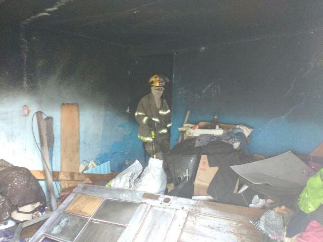 ¡Una madre y sus dos hijos casi mueren en un incendio en su casa en Aguascalientes!