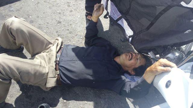 ¡Motociclista lesionado en Aguascalientes tras ser impactado por un auto y estrellarse contra otro!