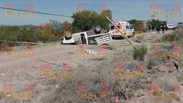 ¡Volcadura de una camioneta en Villa de Cos, Zacatecas, dejó 1 muerta y 1 lesionado!