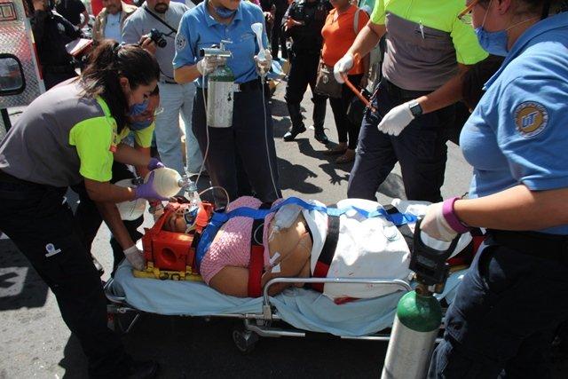 ¡Mujer murió atropellada y aplastada por un camión urbano en Aguascalientes!