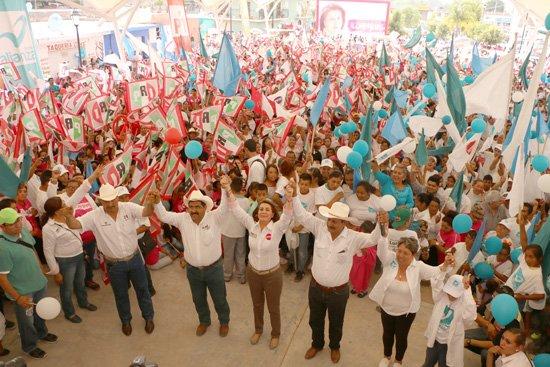 ¡Miles de personas en Asientos cierran campaña con Lorena Martínez!