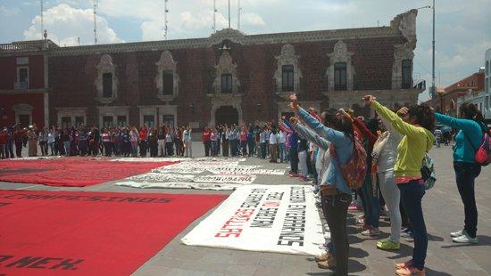 ¡Normalistas se manifiestan en Aguascalientes contra la Reforma Educativa!