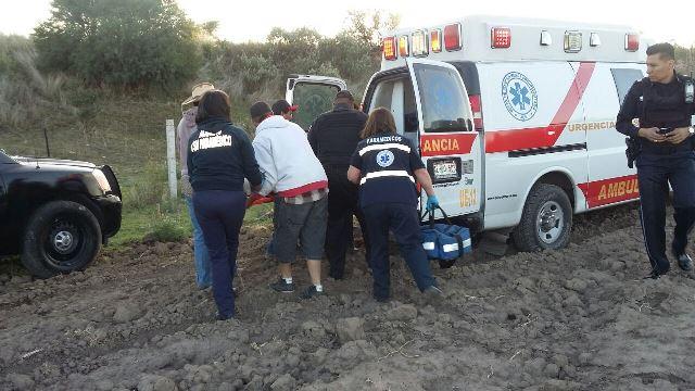 ¡Joven casi se mata tras espectacular volcadura de su auto en Aguascalientes!