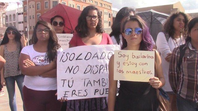 ¡Toman calles por actos violentos en Oaxaca y exigen diálogo entre autoridades y maestros!