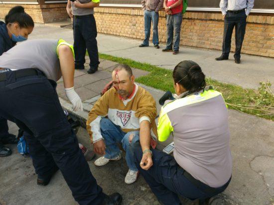¡Termina lesionado al ser impactado por un auto!