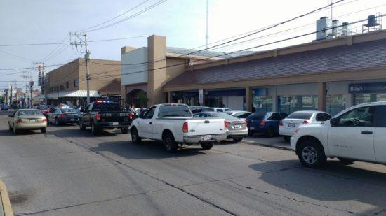 Violento asalto frente a Bancomer de Plaza San Marcos