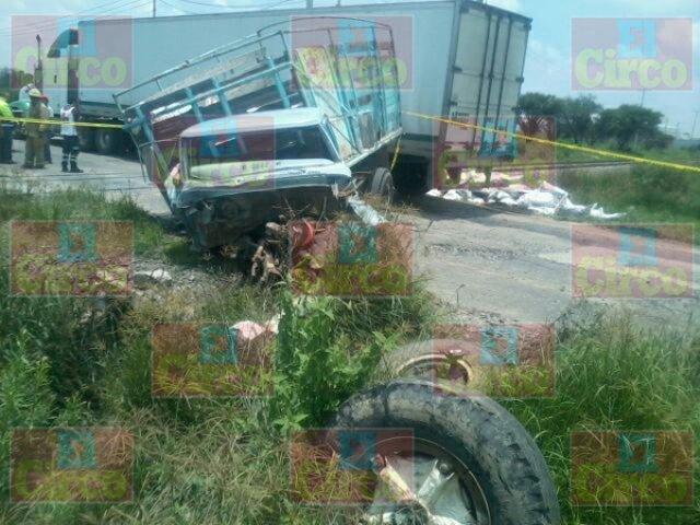 ¡Muere automovilista que intentó ganarle el paso al tren en Lagos de Moreno!
