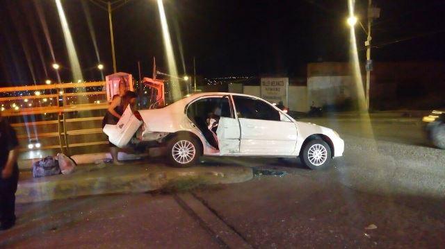 ¡Mujer cedió paso a una ambulancia y fue chocada por una camioneta en Aguascalientes: 1 lesionada!